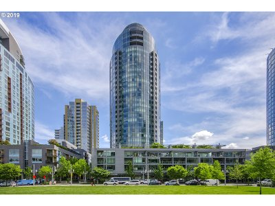 Multnomah County Condo/Townhouse For Sale: 3601 SW River Pkwy #1018
