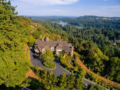 Lake Oswego Single Family Home For Sale: 2088 Crest Dr