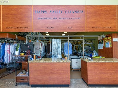 Happy Valley, Clackamas Commercial For Sale: 15729 SE Happy Valley Twn Ctr Dr