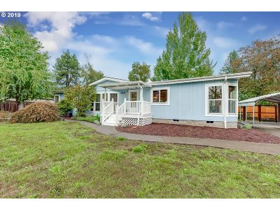 Milwaukie, Gladstone Single Family Home For Sale: 3017 SE Westview Ave