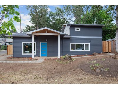 Clackamas County Single Family Home For Sale: 610 E Hereford St