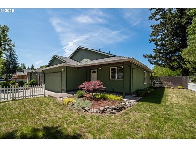 Portland Single Family Home For Sale: 5807 SE 133rd Pl