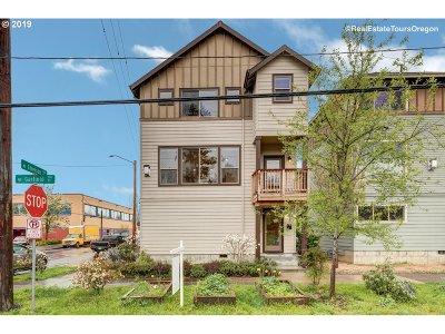 Single Family Home For Sale: 300 NE Emerson St