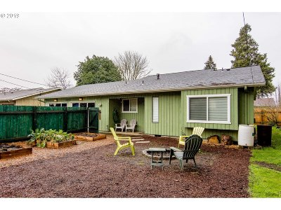 Springfield Single Family Home For Sale: 589 Harlow Rd #J