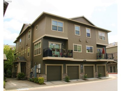 Hillsboro Condo/Townhouse For Sale: 708 NE Newstead Ln