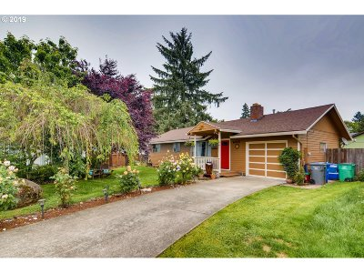 Multnomah County Single Family Home For Sale: 6418 SE 138th Pl