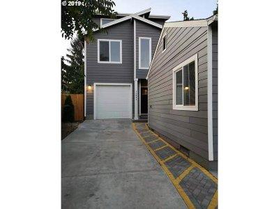Condo/Townhouse For Sale: 12031 SE Mill Ct