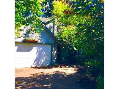 Portland Single Family Home For Sale: 2248 SE 76th Ave