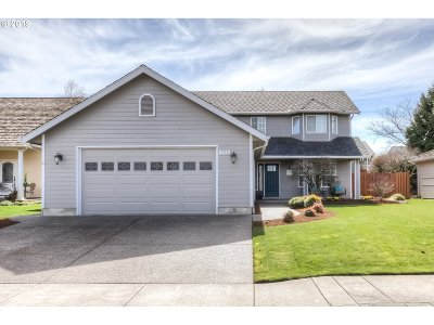 Keizer Single Family Home For Sale: 898 McNary Estates Dr