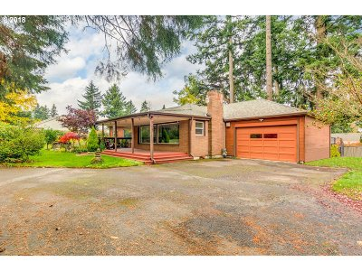 Portland Single Family Home For Sale: 905 NE 160th Ave