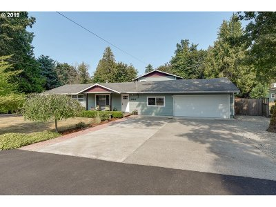 West Linn Single Family Home For Sale: 20240 Old River Dr