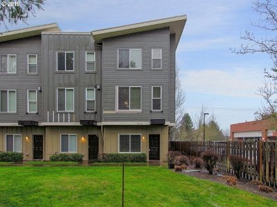 Beaverton Condo/Townhouse For Sale: 1055 SW 166th Ave