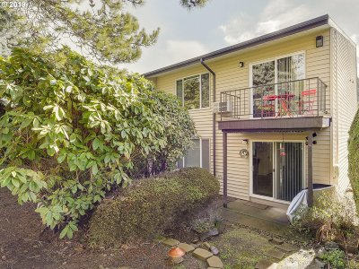 Gresham Condo/Townhouse For Sale: 200 SW Florence Ave #E-2