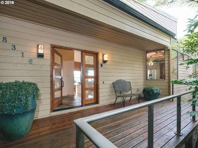 Portland Single Family Home For Sale: 8316 SW Mapleridge Dr