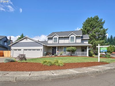 Clackamas Single Family Home For Sale: 12010 SE Regal Ct
