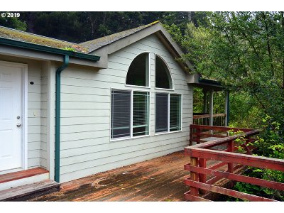 Gold Beach Single Family Home For Sale: 33890 Miller Ln