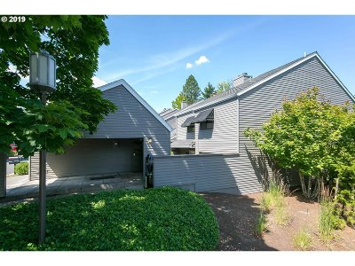 Lake Oswego Single Family Home For Sale: 27 Greenridge Ct