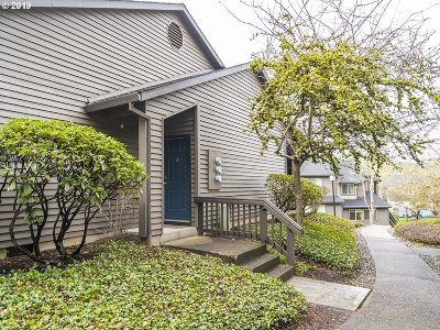 Beaverton Condo/Townhouse For Sale: 9420 SW 146th Ter #P4