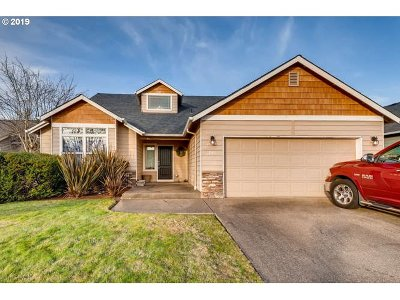 Molalla Single Family Home For Sale: 795 Meadowlawn Pl