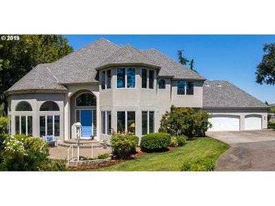 Medford Single Family Home For Sale: 2953 Fairfax St