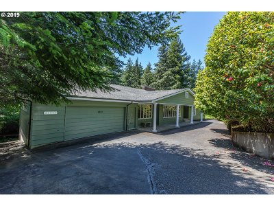 Coos Bay Single Family Home For Sale: 1071 Date
