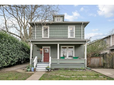Single Family Home For Sale: 8052 NE Couch St
