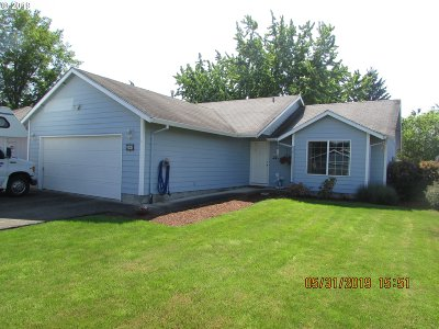 Woodburn Single Family Home Pending: 517 Cozy Way
