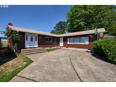 Newberg, Dundee, Mcminnville, Lafayette Single Family Home For Sale: 2001 Oak Dr