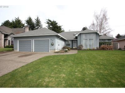 Newberg Single Family Home For Sale: 613 Donald Ct