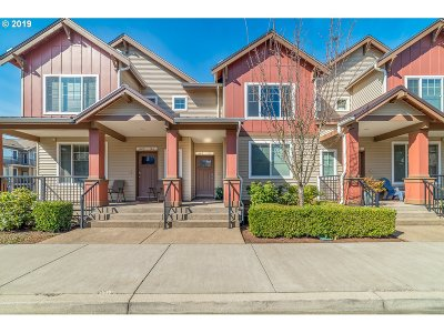 Condo/Townhouse For Sale: 665 NW Falling Waters Ln #103