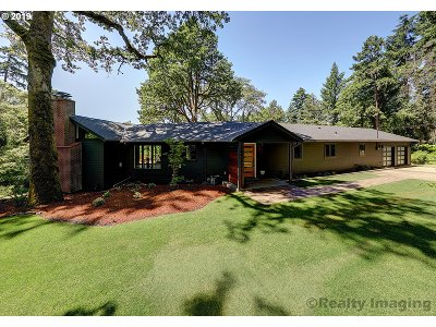 Portland Single Family Home For Sale: 13345 SW Iron Mountain Blvd