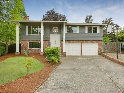 Troutdale Single Family Home For Sale: 614 SW 19th Cir