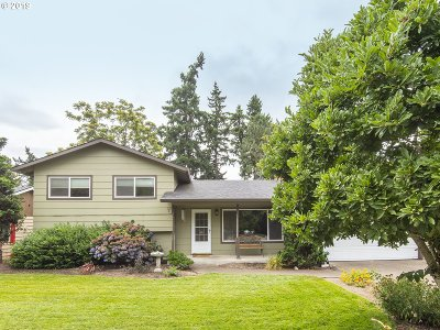 Milwaukie Single Family Home For Sale: 6336 SE Aspen St