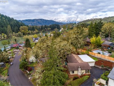 Roseburg Single Family Home For Sale: 73 North River Dr