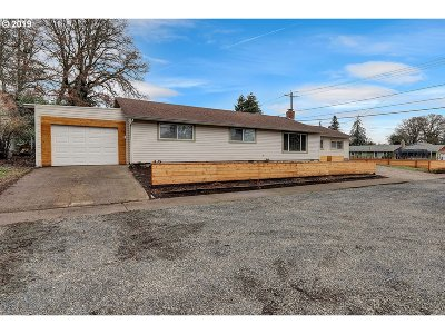 St. Helens Single Family Home For Sale: 404 N 10th St