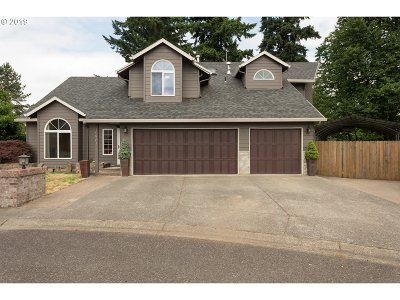 Milwaukie Single Family Home For Sale: 15961 SE Mary Ann Ln