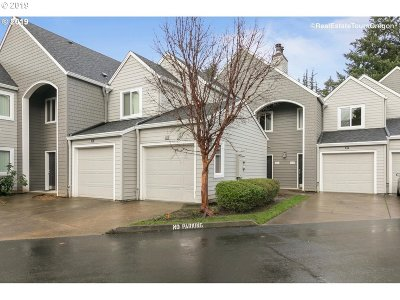 Lake Oswego Condo/Townhouse For Sale: 5225 Jean Rd #305