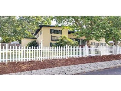 Roseburg Single Family Home For Sale: 971 W Kenwood St