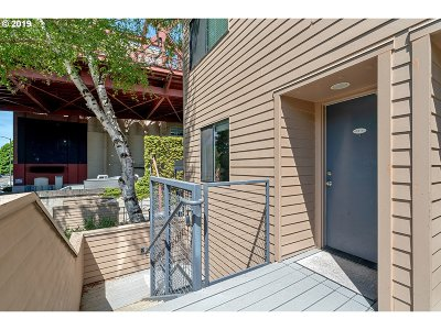 Condo/Townhouse For Sale: 1040 NW Naito Pkwy #O5