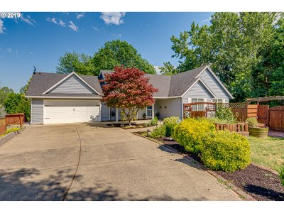 Mcminnville Single Family Home For Sale: 2042 NE Coburn Dr