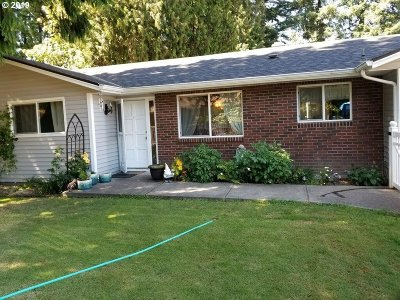 Milwaukie Single Family Home For Sale: 6037 SE Eric St
