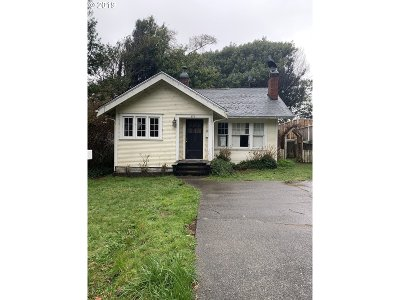 Coos Bay Single Family Home For Sale: 874 S 11th