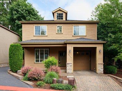 Milwaukie Single Family Home For Sale: 5255 SE Bandon Ln