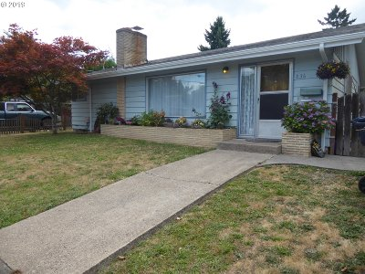 Springfield Single Family Home For Sale: 836 6th St