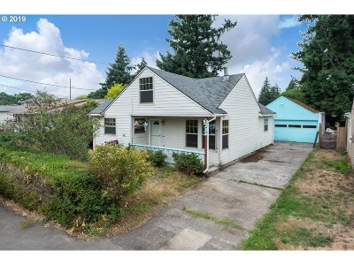 Milwaukie, Gladstone Single Family Home For Sale: 9711 SE 74th Ave