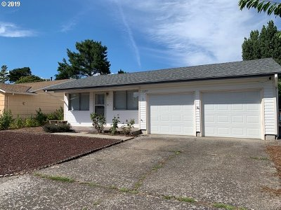 Woodburn Single Family Home For Sale: 2287 Oregon Ct