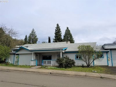 Roseburg Single Family Home For Sale: 655 NE Boston St