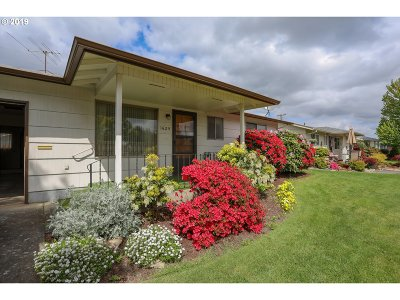 Woodburn Single Family Home For Sale: 1625 Umpqua Rd