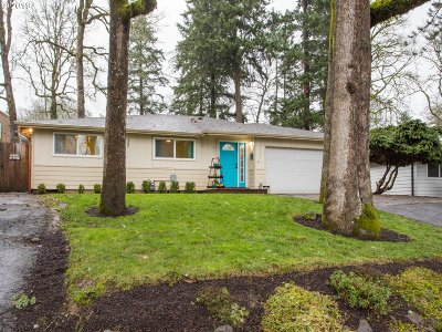Milwaukie Single Family Home For Sale: 16818 SE Harold Ave