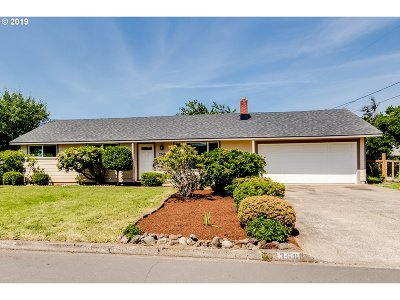 Springfield Single Family Home For Sale: 2368 Corral Dr